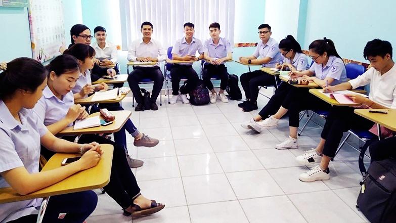 日本語を学ぶベトナムの学生 画像